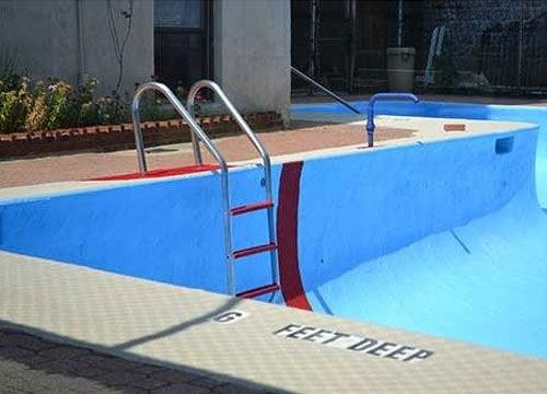 Leeg zwembad schoonmaken?